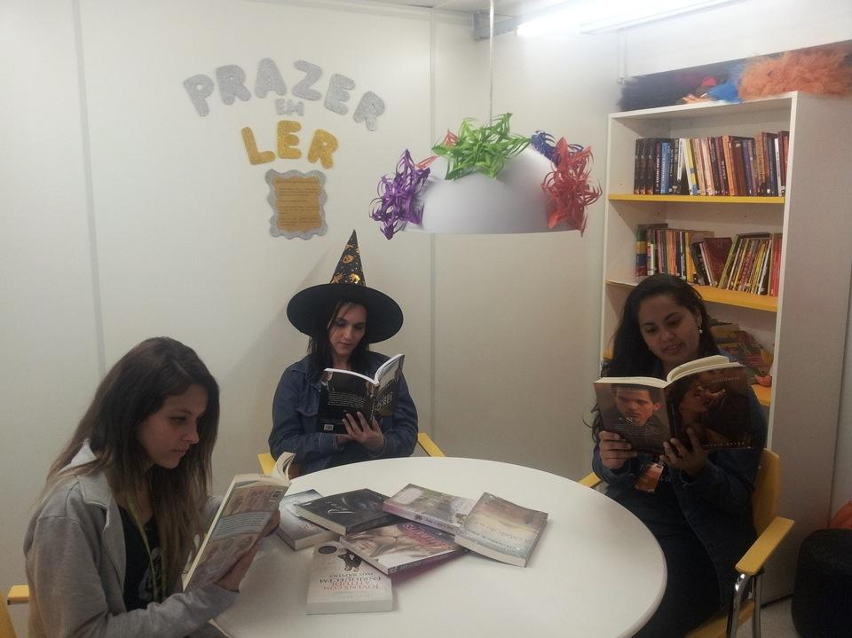 Estação de leitura loja FLI