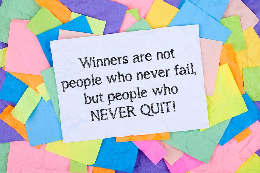 """""""Pessoas de sucesso não são aquelas que nunca falham, mas sim aqueles que nunca desistem!"""""""
